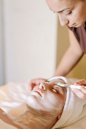 RWCdB Facial Treatment - ALO Magazine